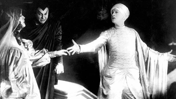 Faust: Eine deutsche Volkssage - 1926 (IMDb: 8.1)