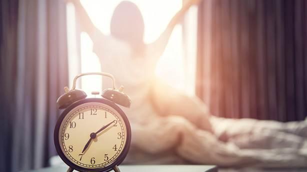 5- Sabah erkenden uyanıp, işe veya okula gitmek için halen birkaç saatin olduğunufarketmek