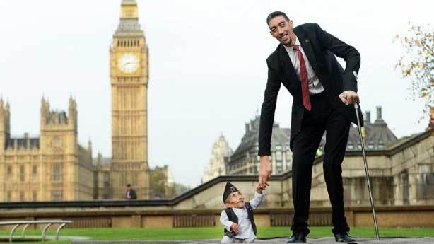D&uuml;nyanın en uzun insanı<br /> &nbsp;