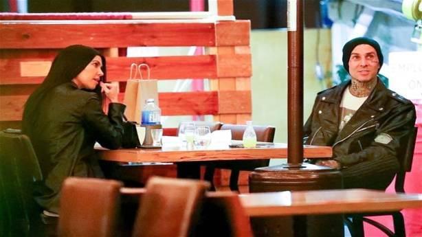 Kourtney Kardashian arkadaşına aşık oldu