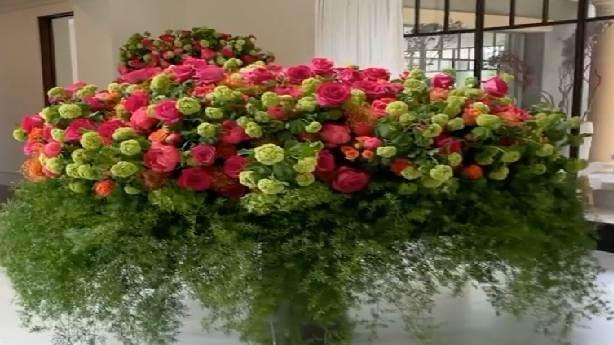 Kourtney Kardashian'a çiçekler yağdı