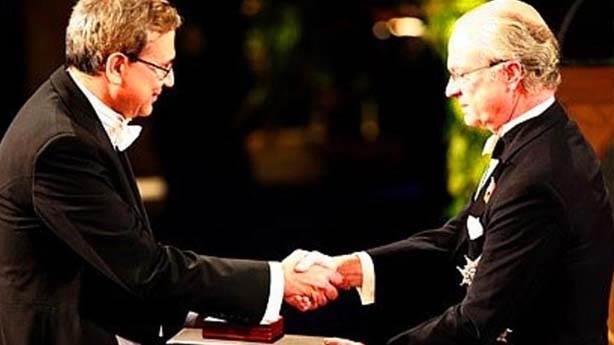 8- Orhan Pamuk Nobel aldı
