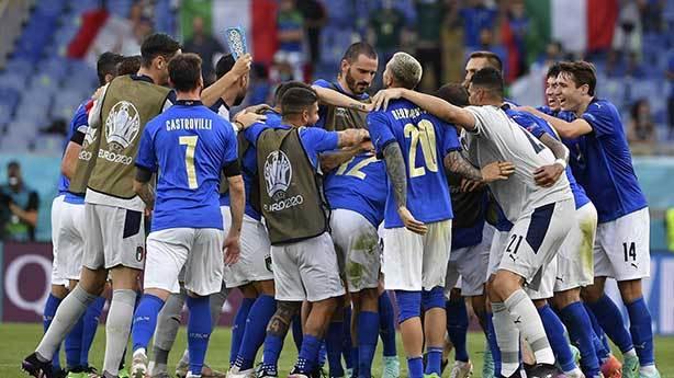 İtalya ilk favori