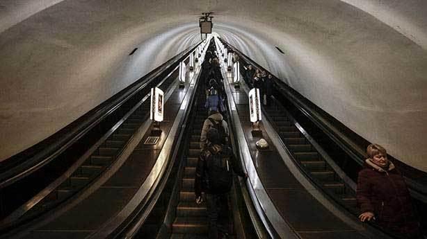 Yürüyen merdivene dikkat