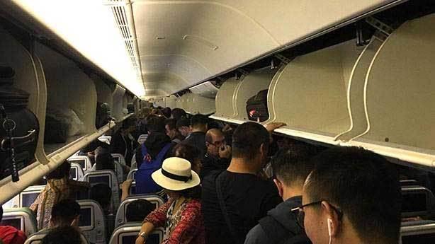 Uçak kapısı açılmadan ayağa kalkılmaz