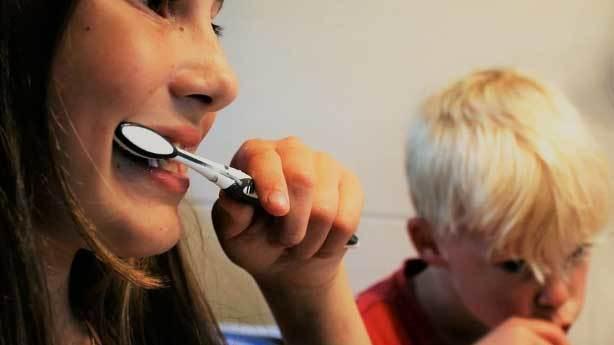 Daha iyi temizlik için diş fırçası kalın telli mi olmalı?