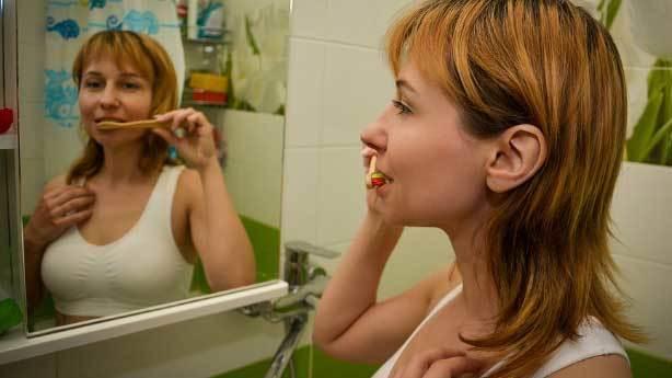 Sabahları dişlerimi kahvaltıdan sonra mı fırçalamalıyım?
