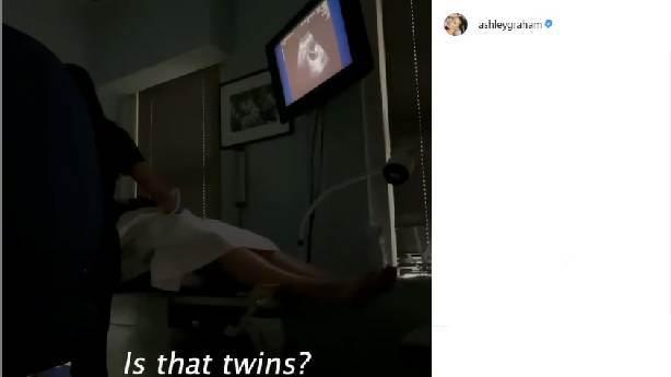 Ashley Graham ikiz bebek bekliyor