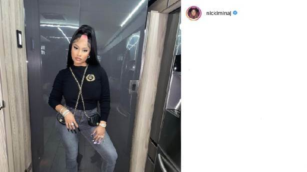 Nicki Minaj yine yaptı yapacağını