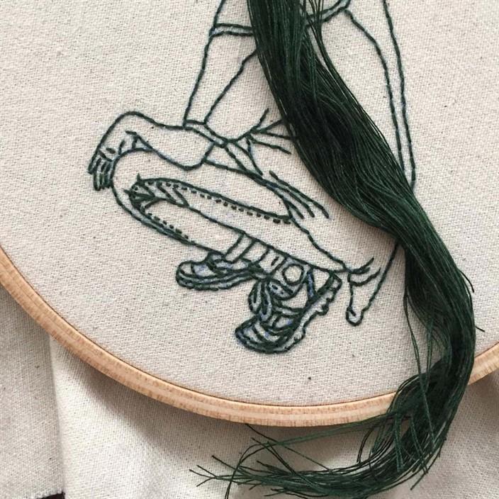 Вышивка девушки с волосами 695