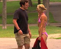 Şok etti! Parkta bikinisini değiştirirken...