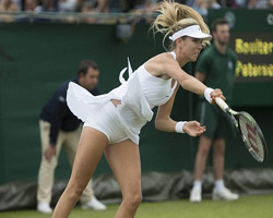 Kadın tenisçilerden fazla açılan etek tepkisi