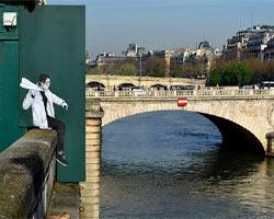 Resimlerle hayat verilen Paris duvarları