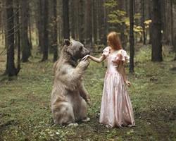 Güzel Kızlar ve Vahşi Hayvanlar isimli seriden 16 harika fotoğraf