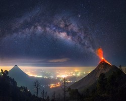 Fuego volkanının patlama anından kareler sizi mest edecek!