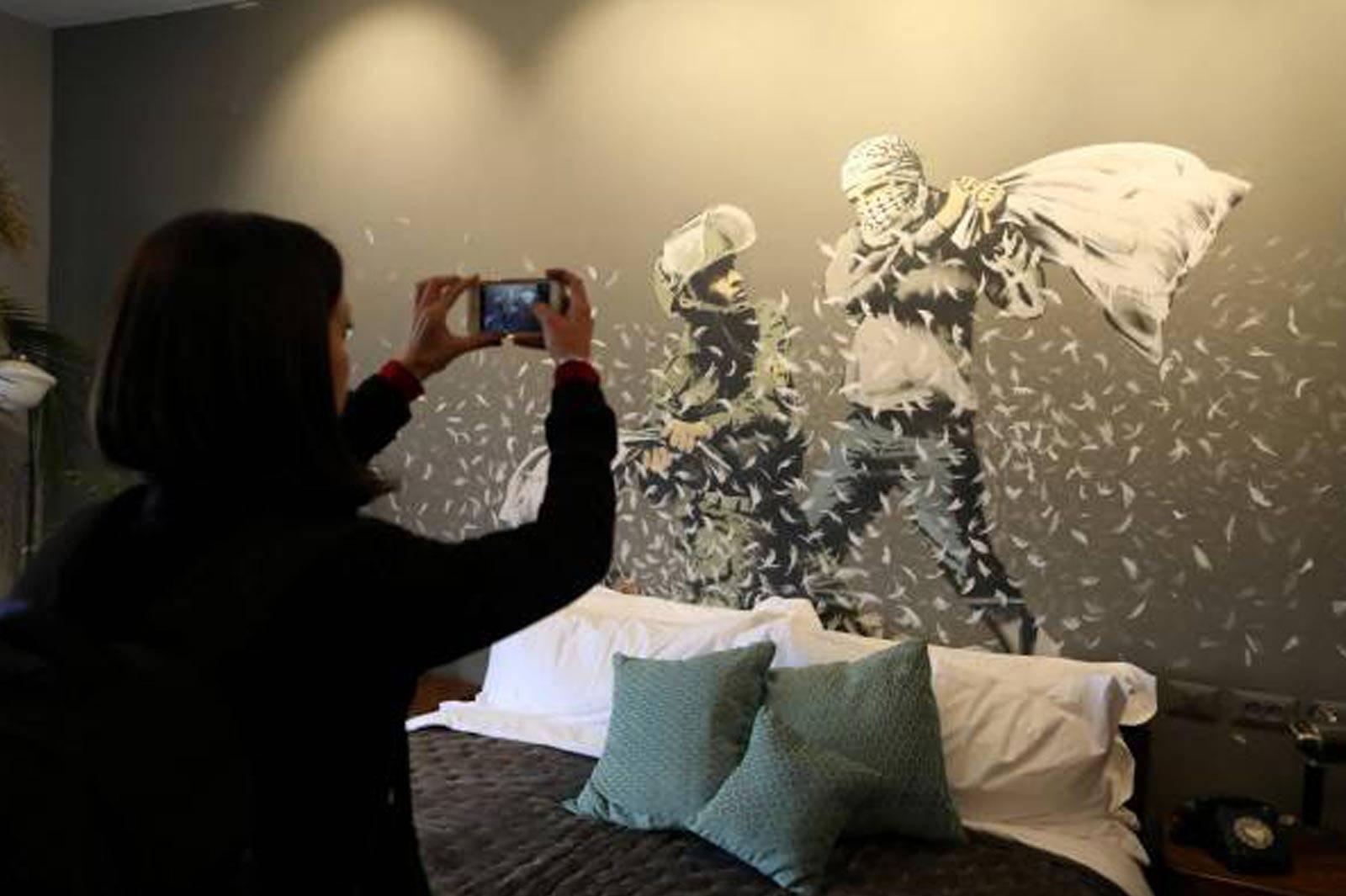 'Dünyanın en kötü manzarasına sahip' oteli Banksy imzalı
