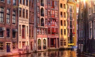 Hollanda'nın birbirinden değişik ve harika mimari yapıları