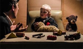 2 yaşındaki oğullarıyla yapımları yeniden canlandıran aile