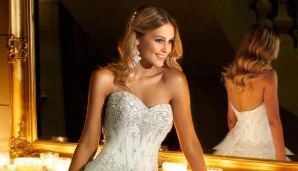 Yaz aylarının gelmesiyle birlikte düğün günlerini zaman kaybetmeden belirleyen gelin adayları, düğün