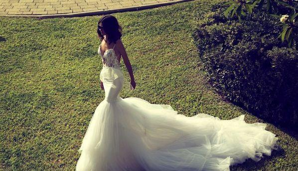 Bayanların çocukluğundan beri hayal ettiği düğün tipi olan kır düğünlerinde neler giyilir ?