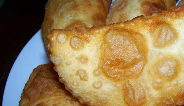 Bugün sizlere kolay ve pratik peynirli puf böreği tarifini vereceğiz.