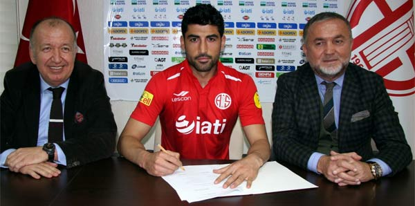 Ahmet Aras Antalyaspor'da!