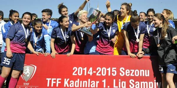 Kadınlar futbolda şampiyon Konak Belediyespor