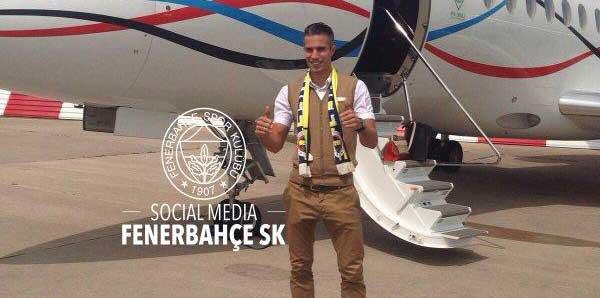 Van Persie, Fenerbahçe atkısı ile poz verdi