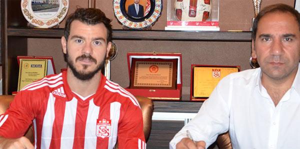 Yekta Kurtuluş resmen Sivasspor'da