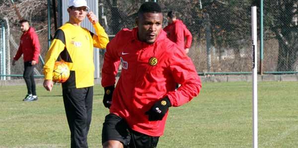 Eskişehirspor, Akaminko'nun sözleşmesini feshetti