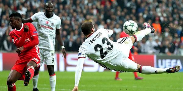 Cenk Tosun'un Benfica'ya attığı gol 'En heyecan verici gol' seçildi
