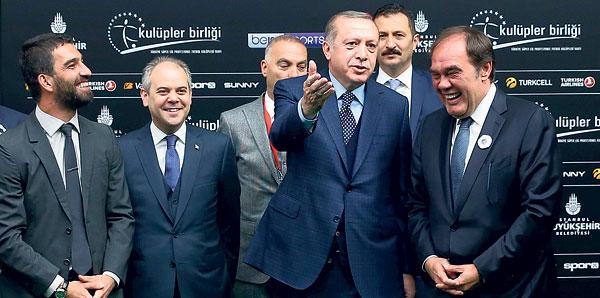 'Futbol gibi siyaset de takım oyunudur'