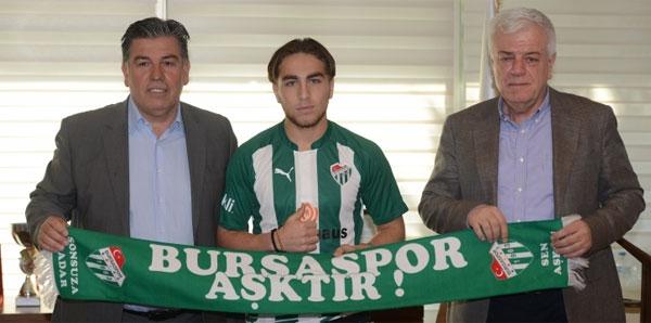 Bursaspor, Ozan Can Kökçü ile 4 yıllık sözleşme imzaladı