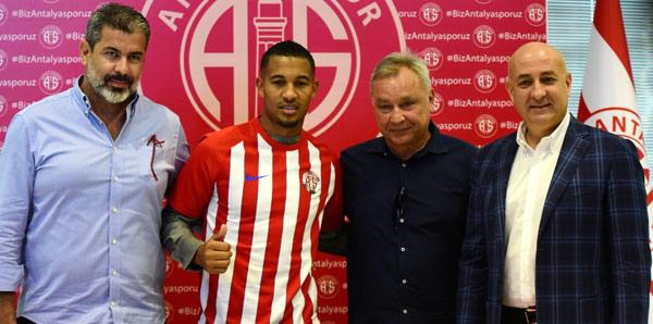 Antalyaspor, Vainqueur ile 3 yılık sözleşme imzaladı