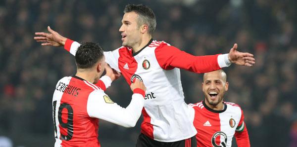 Van Persie yeni takımında ilk golünü attı