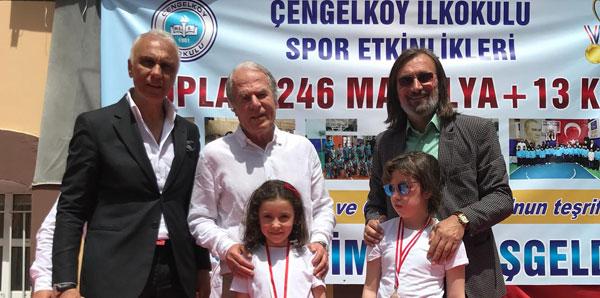 Mustafa Denizli minik sporculara ödül verdi