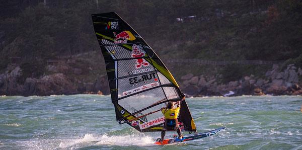 Lena Erdil, rüzgar sörfünde ikinci oldu