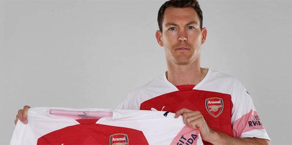 Lichtsteiner, Arsenal'e imzayı attı