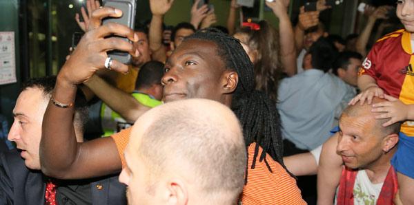 Galatasaray'dan net Gomis cevabı: 'Zam'ın Z'si bile olmaz'