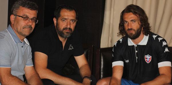 İbrahim Kaş, Karabükspor'la imzaladı