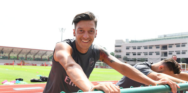 Kick it out'tan Mesut Özil'e destek