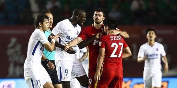 Demba Ba'ya yönetilik ırkçı saldırıya 6 maç men!
