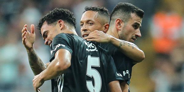 Adriano 1+1 yıllık teklifi kabul etti!