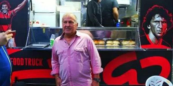Arthur Zico hamburger satmaya başladı