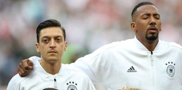 """Jerome Boateng: """"Mesut Özil için daha çok şey yapmalıydık"""""""