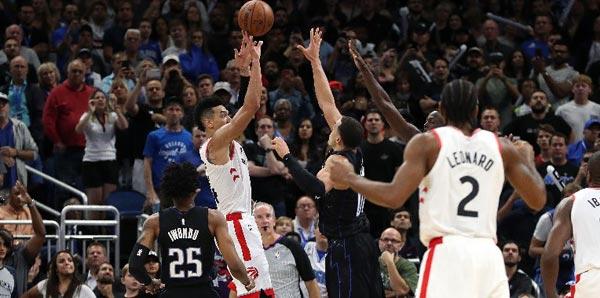 Toronto Raptors son saniyede kazandı