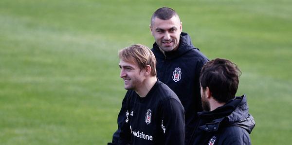 Beşiktaş'ta Caner Erkin ve Burak Yılmaz  salonda çalıştı