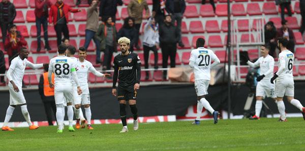 Akhisarspor avantajı kaptı! <br> 3 gol, 1 penaltı