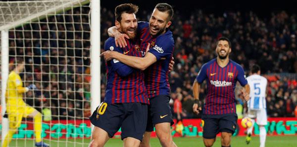 Lider Barcelona yıldızlarıyla coştu!