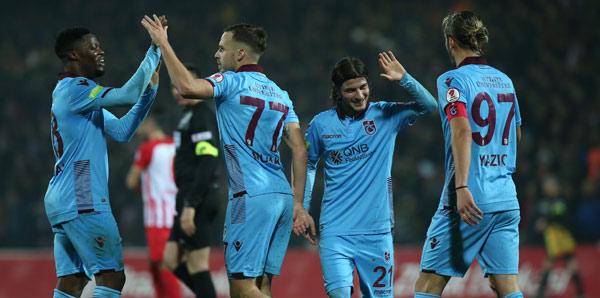 Trabzonspor çeyrek finalde! 4 gol sesi...